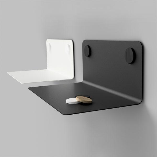 Kovová polica z 2mm ocele v bielej alebo čiernej práškovej farbe dlhá 60mm s dubovým ozdobným magnetickým krúžkom.