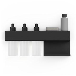 Kovová polica z nerezovej ocele v bielej alebo čiernej práškovej farbe dlhá 36cm určená do kúpeľne s troma dávkovacími fľašami.