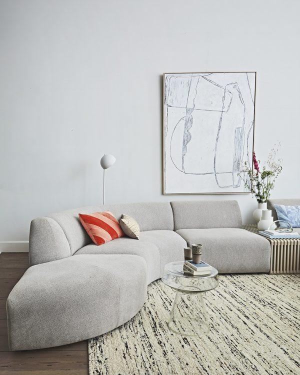 Kameninová biela váza v nádhernom modernom dizajne.