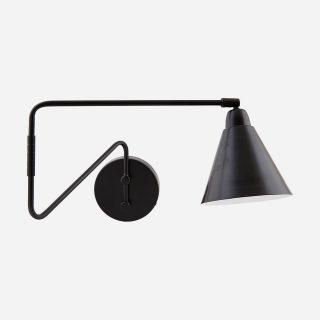 Čierna kovová nástenná lampa s kužeľovým tienidlom a päticou E14 v jednoduchom severskom dizajne.