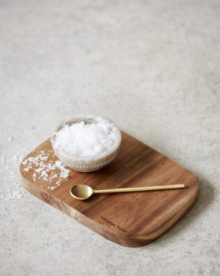 Krásna klasická miska z mramoru v béžovo-bielej farbe o priemere 10 cm a vysoká 5 cm.