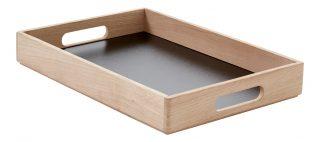 Nádherný jednoduchý dizajnový podnos z dubového dreva s čiernym dnom v rozmere 40 x 28 cm.