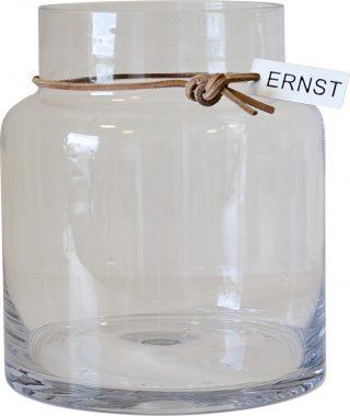 Sklenená priezračná váza v tvare valca s jemným hrdlom previazaným koženou šnúrkou vysoká 18 cm.