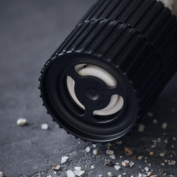 Delikatesa soľ SECRET BLEND od Nicolas Vahé v praktickom a dizjanovom mlynčeku v objeme 320 g.