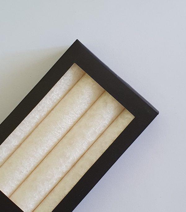 Stearínová sviečka s nádhernou štruktúrou vysoká 25 cm.