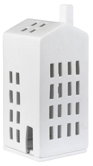 Krásny a jemný porcelánový svietnik vo forme majáku v bielej farbe vysoký 16 cm.